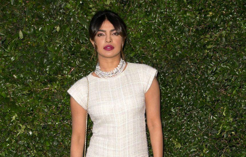 Priyanka Chopra défend l'ex-femme d'Harvey Weinstein en portant sa création
