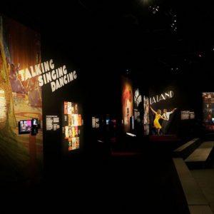 La comédie musicale enchante la Philharmonie de Paris dans une exposition