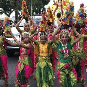 Le grand défilé du Dipavali illumine la ville de Saint-André