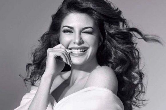 Huda Beauty x Jacqueline Fernandez : les faux-cils parfaits pour dire adieu au mascara !