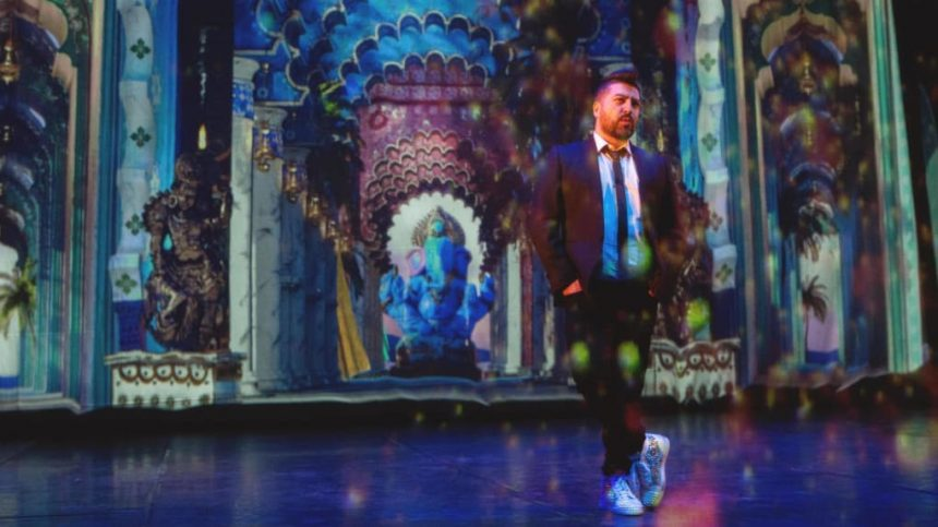 "BOLLYWOOD – Dans les coulisses du nouveau show de Chris Marques – "" Alors on danse "" : le spectacle rêvé de Chris Marques"