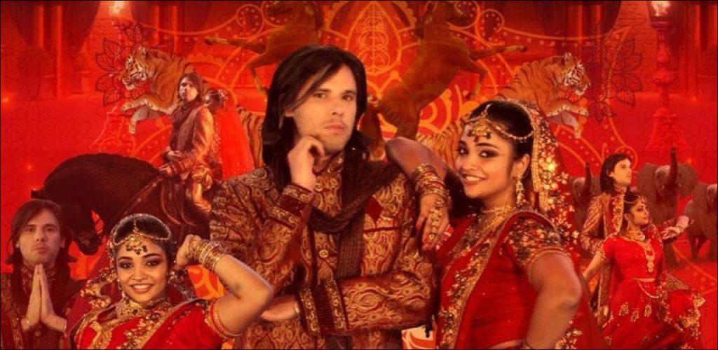 """Orelsan se met à l'heure de Bollywood dans le clip de """"Dis-moi"""" - Le rappeur normand sort un clip qu'il a lui-même réalisé sur l'univers du cinéma indien."""